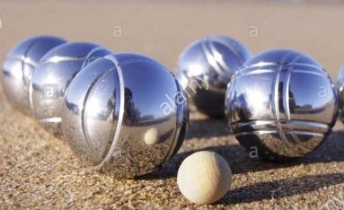 120404-14-a-boule-set-of-six-boules-and-a-cochonnet-or-jack-photo-FRPA09